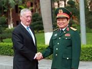 Vietnam y Estados Unidos se empeñan en intensificar lazos en defensa