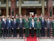 Presidenta parlamentaria vietnamita evalúa contribuciones de Zona militar número 2