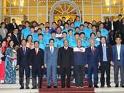 Premier Xuan Phuc exhorta a extender fuerza de voluntad del equipo nacional