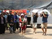 Distribuye arroz a personas de bajos ingresos en Vietnam en ocasión de Tet