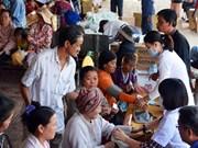 Entregan obsequios a vietnamitas y camboyanos residentes en Kompung Chinang y Kompung Thom