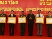 Entregadas órdenes de amistad de Camboya a colectivos e individuos vietnamitas
