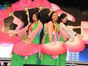Vietnamitas en Italia y República Checa saludan Año Nuevo Lunar