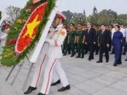 Líderes de Ciudad Ho Chi Minh rinden tributo al presidente Ho Chi Minh