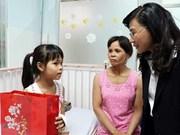 Vietnam presta mayor atención a familias con condiciones desfavorables en vísperas del Tet 2018