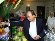 Premier de Vietnam rinde homenaje a extintos dirigentes del Partido Comunista y gobierno