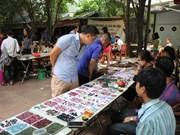 Mercado de piedras preciosas en Hanoi