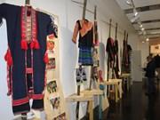 Presentan en Francia trajes tradicionales de étnias de Vietnam