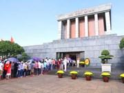 Miles de personas rindieron homenaje al Presidente Ho Chi Minh en ocasión del Año Nuevo Lunar