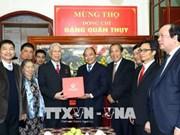 Dirigentes vietnamitas felicitan a destacado veterano