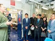 Embajador de Vietnam en Estados Unidos visita portaaviones USS George H.W. Bush