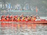 Reportan nutrida participación en regata tradicional de barcos de dragón en Hanoi