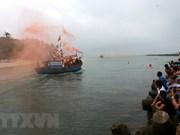 Miles de personas asisten al rito dedicado a ballena azul en Vietnam