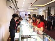 Agotado oro en tiendas de Hanoi en Día de Dios de la Riqueza