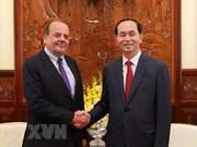 Presidente de Vietnam destaca contribución del embajador chileno al impulso de nexos bilaterales