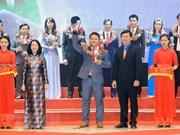 Distinguen a 10 jóvenes vietnamitas más destacados en 2017