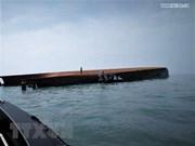 Decenas de desaparecidos tras hundimiento de buque frente a costas de Malasia