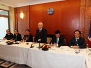 Máximo dirigente partidista vietnamita dialoga con jóvenes intelectuales coterráneos en Francia