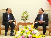 Premier vietnamita recibe al ministro de Energía y Minas de Laos