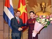 Presidenta parlamentaria de Vietnam honrada con la Orden de Solidaridad de Cuba