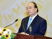 Premier de Vietnam insta a impulsar exportaciones para garantizar desarrollo sostenible