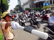 Ciudad Ho Chi Minh veda circulación en calle Nguyen Hue en Día de la Reunificación