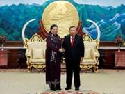 Dirigentes de Laos reciben a vicepresidenta de Asamblea Nacional de Vietnam