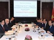 Premier de Vietnam consulta a científicos singapurenses sobre revolución industrial