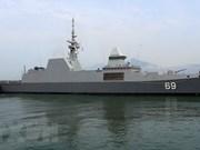 Destructor de Armada de Singapur atraca en puerto de Da Nang