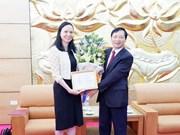 Vietnam condecora a la embajadora de Polonia con insignia de la amistad
