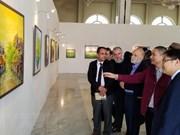 Cuadros pintados al óleo de Vietnam captan mirada del público en Argelia