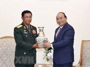 Premier de Vietnam recibe a jefe del Estado Mayor General de Ejército de Laos