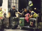 Policía de Malasia decomisa millones de dólares en la investigación del fondo 1MDB