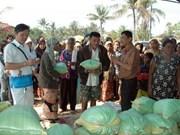 Vietnamitas en Camboya apoyan a familias con dificultades económicas