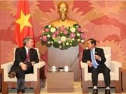 Vietnam y Estados Unidos se esfuerzan para eliminar barreras comerciales