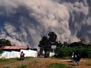 Emiten máxima alerta de aviación en Indonesia tras erupción de volcán Merapi
