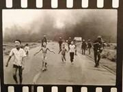 Fotógrafo ganador de Pulitzer dona objetos al museo de Vietnam