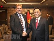 Vicepremier de Vietnam dialoga con empresas estadounidenses