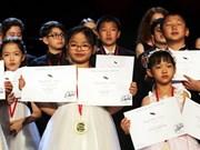 Niña vietnamita de siete años gana concurso musical en Nueva York