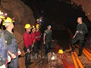 Cinco niños tailandeses aún atrapados en cueva están bien de salud