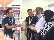 Destacados productos artesanales vietnamitas en feria internacional en Singapur