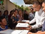 Entregan obsequios a camboyanos-vietnamitas afectados por severas inundaciones