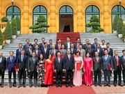 Presidente de Vietnam insta a fortalecer diplomacia económica