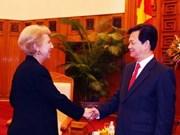 Premier vietnamita recibe a nuevos embajadores