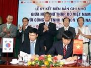 Reciben becas alumnos pobres vietnamitas