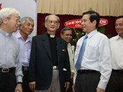Presidente vietnamita con comunidad católica