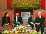 Secretario general del PCV recibe a dirigente camboyana