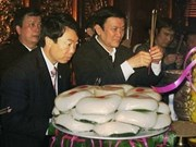 Dirigentes vietnamitas rinden homenaje a Reyes Hung