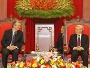 Intensifican Viet Nam y Francia colaboración partidista