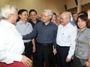 Máximo dirigente partidista conversa con electores